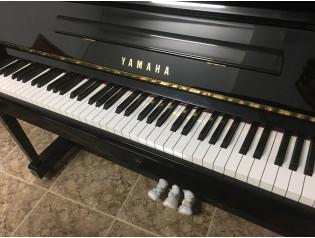 PIANO YAMAHA U10BL, SIMILAR U1.